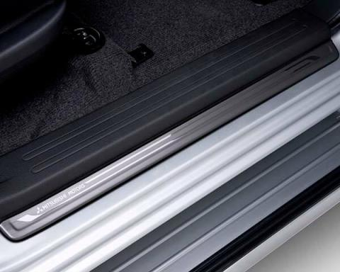 An image showing the scuff plates available for the Triton double cab